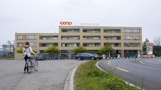 Coop-Shoppingcenter in Aarberg an der Hauptstrasse